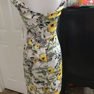 Maggy London Dresses - Maggy London Floral Sheath Dress w Ruching NWT Sz6